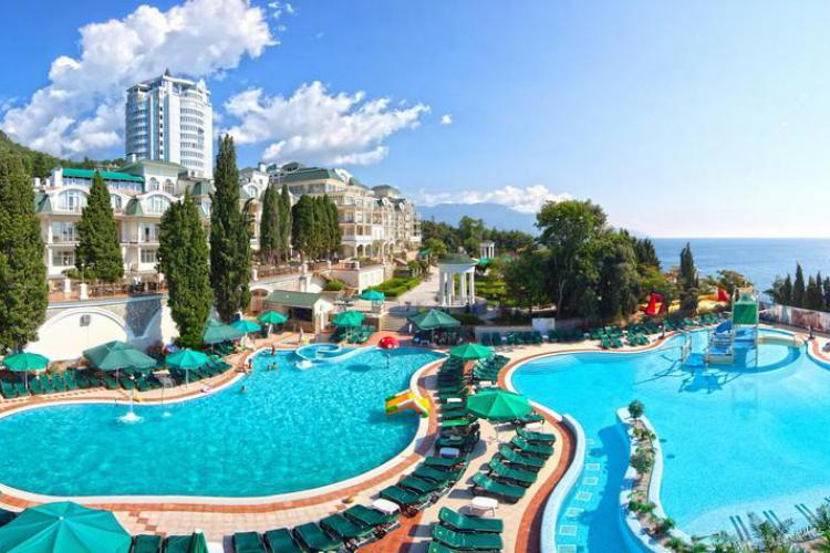 Апартаменты в отеле «Пальмира Палас» в Гаспре